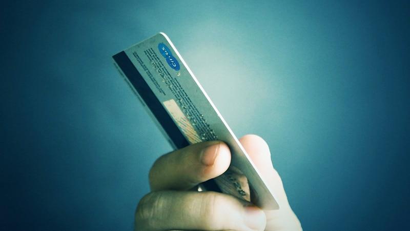 carte de credit main